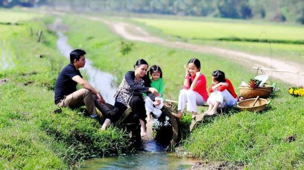 Cùng ngắm bộ ảnh xuân cực dễ thương của một gia đình nhỏ ở Gio Linh