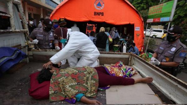 Bệnh viện ở Indonesia vỡ trận, gần 270 bệnh nhân Covid-19 chết tại nhà