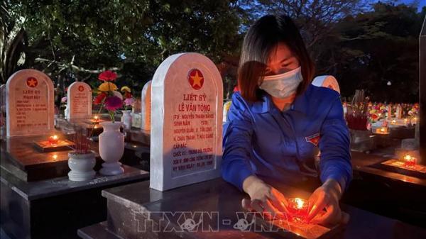 Hơn 60.000 ngọn nến được thắp sáng tại 72 nghĩa trang liệt sỹ