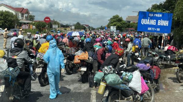 Đón 1.600 công dân về quê qua chốt kiểm tra y tế phía Nam