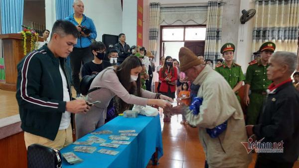 Quảng Trị giải thích việc xác nhận ca sĩ Thủy Tiên trao hơn 33 tỉ đợt lũ lụt