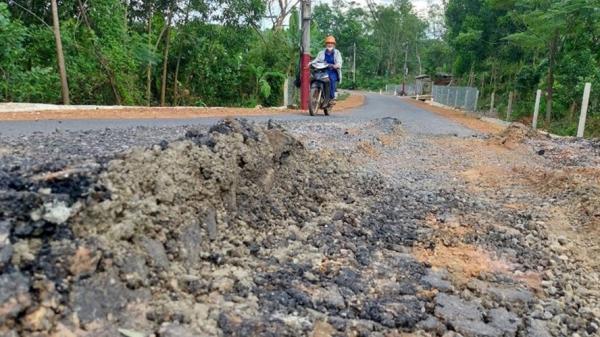 Quảng Trị: Đường giao thông tiền tỉ chưa bàn giao đã bị hỏng