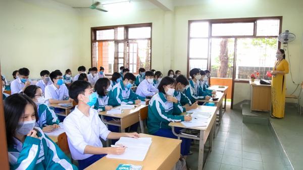 Chùm ảnh: Học sinh Đông Hà đến trường sau giãn cách xã hội phòng, chống COVID-19
