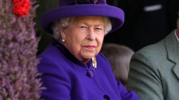 Nữ hoàng 'tổn thương và thất vọng' vì Meghan