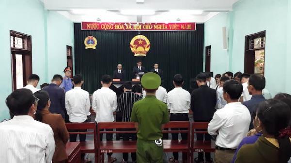 10 đối tượng trong vụ án HD tập thể nữ sinh lớp 10 ở tỉnh Quảng Trị lĩnh gần 49 năm t ù